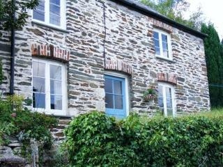 ROCK COTTAGE- lovely cottage in historic village