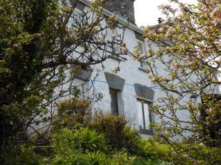 Glan-y-mor House