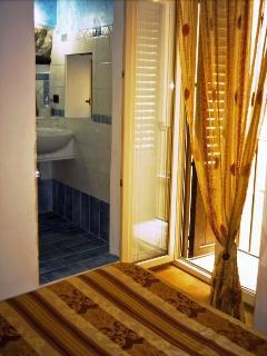 Particolare accesso bagno in camera