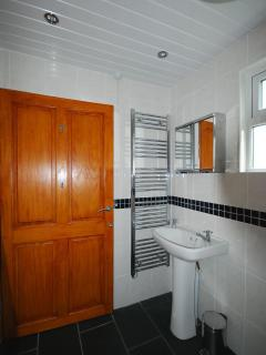 Walk in wet room, wheelchair accessible
