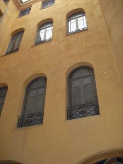 Façade de l'immeuble vue du patio