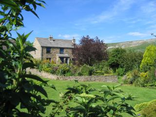 Ashcroft Cottage a peaceful pet free site in Reeth. Large garden, parking
