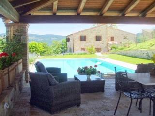 TODI 16c COUNTRY VILLA  & pool, Grutti