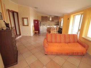 Nice Apartment with garden, 50 meters to the sea, Capo Vaticano