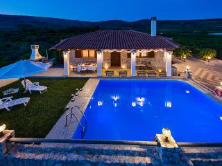 Aigli Luxury Private Villa with Pool close to the Beach & Nafplion