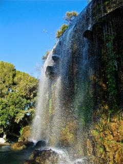 Colline du Chateau  - waterfall