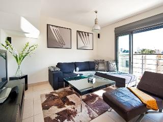 Sunny Penthouse in the Center Of TLV + Parking, Tel Aviv