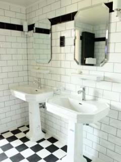 shared bathroom (asia and brazilroom)