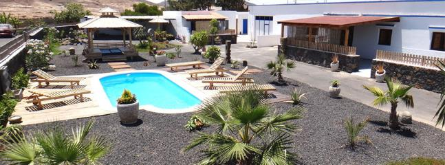 Lajares village 4 pers wifi , pool ,BBQ ,parking