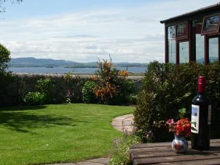 The Gate Lodge, a charming 3 bedroom cottage with stunning Loch views nr Kinross
