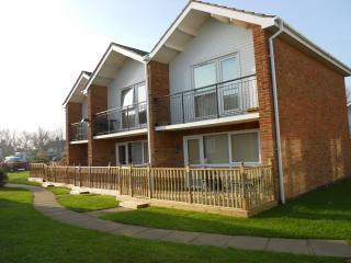 Lovely fully equipped three bedroom villa at 101Waterside Park Corton Suffolk