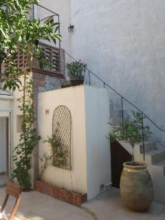 Escalier extérieur menant au 1er étage et sa terrasse.