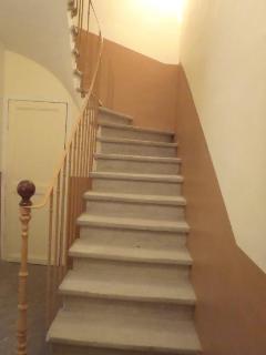Escalier menant aux étages.
