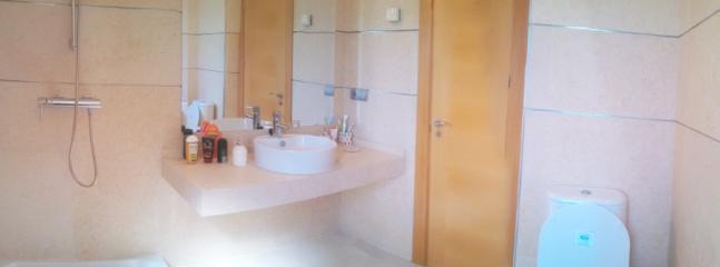 Guest bathroom with underfloor heating