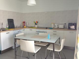 Fully Equipped Modern Kitchen with Dining Area (View 1)