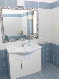particolare lavandino - bagno piano terra