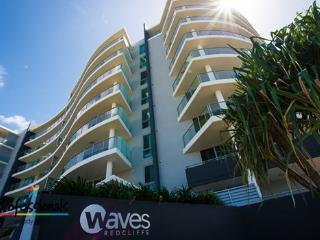 WAVES LUXURY BEACH APARTMENT, Redcliffe