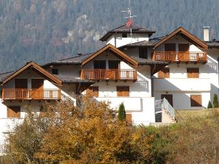 Modern apartment, stunning views close to ski lift, Trento