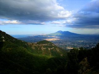 Veduta del Vesuvio dal Valico di Chiunzi