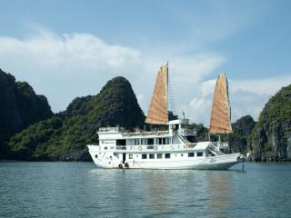 Dragon Pearl Junks, Halong Bay