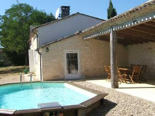 Guesthouse 6 persons, private pool, fully equiped, Sainte Foy-la-Grande