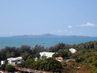 Cozy Oceanfront Condo at View Talay 5C