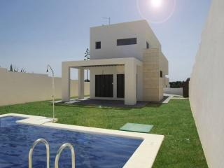 Chalet con piscina privada junto playa Conil