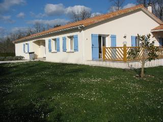 Spacious Charente Bungalow, Ecuras