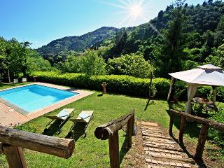 Attractive, secluded farmhouse on a Tuscan hillside featuring lovely pool, private garden and barbecue, Pescia