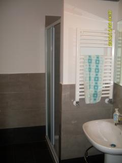 Bagno vista lavandino -doccia