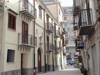 (Casa Leonardo) nel centro storico con terrazza
