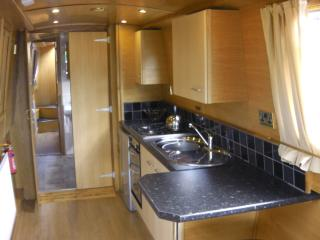 Lucy Joe - Fully equipped Kitchen - Galley