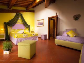 B&B Antico Granaione Lavender bedroom