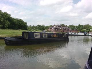 Lucy Joe Narrowboat. Spacious & comfortable, guaranteed happiness and relaxation