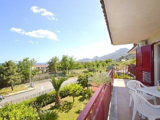 1 bedroom Villa with Air Con, WiFi and Walk to Beach & Shops - 5229139