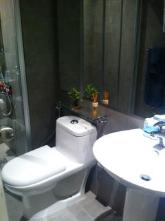 Bathroom: Hot & cold shower, hand bidet and towels included