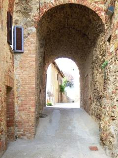 Alley with arch Belforte
