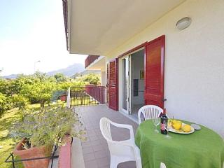 1 bedroom Villa with Air Con, WiFi and Walk to Beach & Shops - 5229140