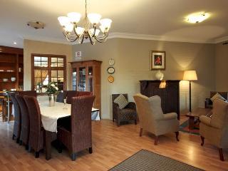 lux 2 bedroom/1 bathroom app.livingroom