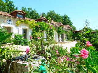 Luxury holiday home with private pool, in the Dordogne France, late deals, Sorges
