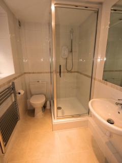 Shower room with under floor heating