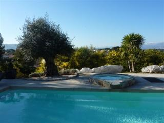 Modern Villa + Pool 10 guests