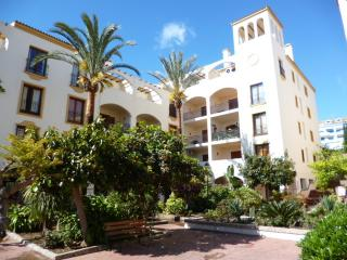 Monte Duquesa Airy and beautiful apartment on courtyard