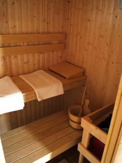 Sauna (Finnish style) Robes and slippers provided. Relax let your worries and tensions melt away.