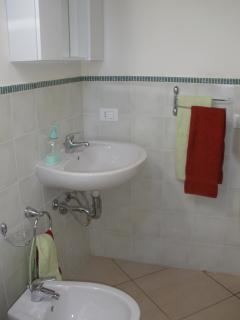 Partial view of the bathroom