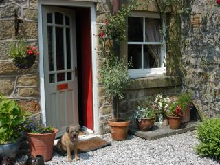 East View, Eyam,Peak District,dog friendly, cosy, traditional, near Chatsworth.