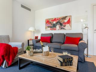 Homearound Rambla Suite & Pool  24 (1BR) - DISCOUNTED PRICE MARCH STAYs, Barcelona