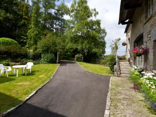 Driveway and garden, parking area