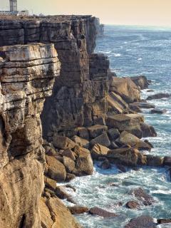 .. le phare et la côte sauvage de la presqu'île de Peniche