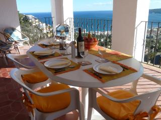 Now isn't this the FINEST VIEW in SPAIN with which to dine?
